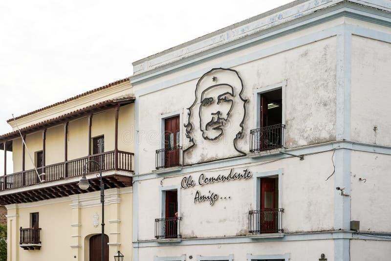 Immagine di Ernesto Che Guevara sulla parete della casa in Santiago de Cuba fotografia stock