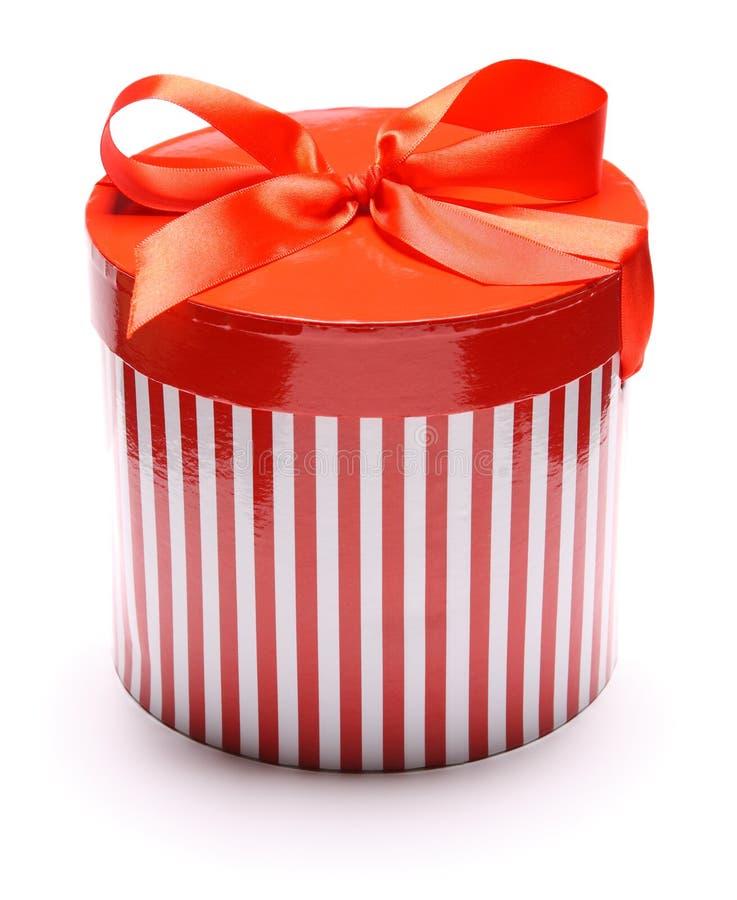 Immagine di giftbox a strisce isolata su bianco fotografia stock