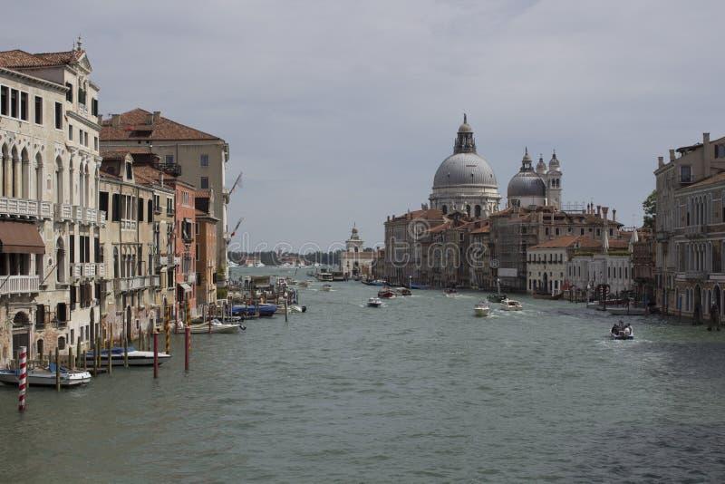 Immagine di paesaggio urbano di Grand Canal e della basilica Santa Maria della Salute Venezia immagine stock libera da diritti