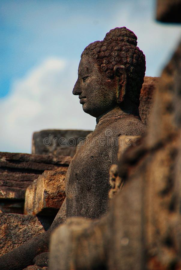 Immagine di seduta del Buddha in tempio di Borobudur, Jogjakarta, Indonesia fotografia stock