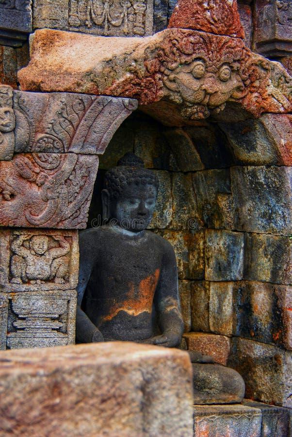 Immagine di seduta del Buddha in tempio di Borobudur, Jogjakarta, Indonesia immagini stock libere da diritti