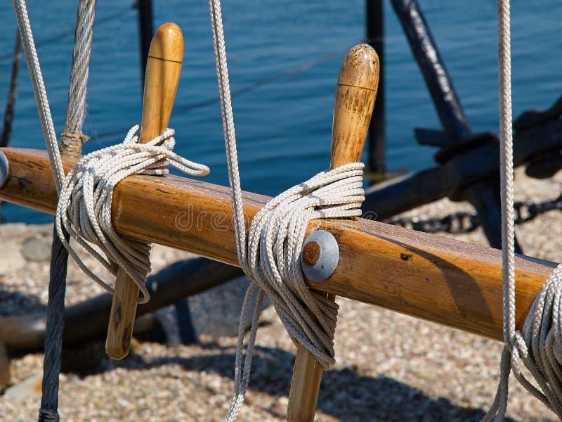 Immagine di sfondo di navigazione della puleggia delle corde delle vele fotografia stock