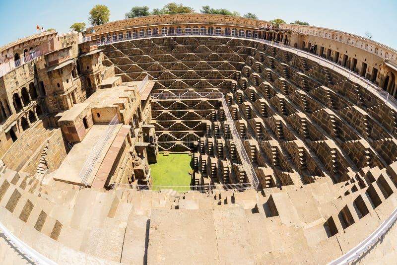 Immagine di stepwell gigante inrajasthan, India di Fisheye fotografie stock