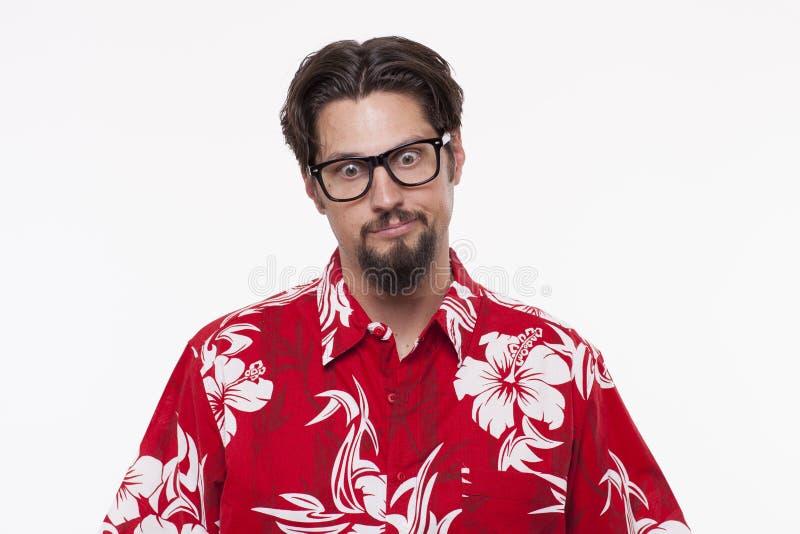 Immagine di un giovane triste in camicia hawaiana fotografie stock libere da diritti
