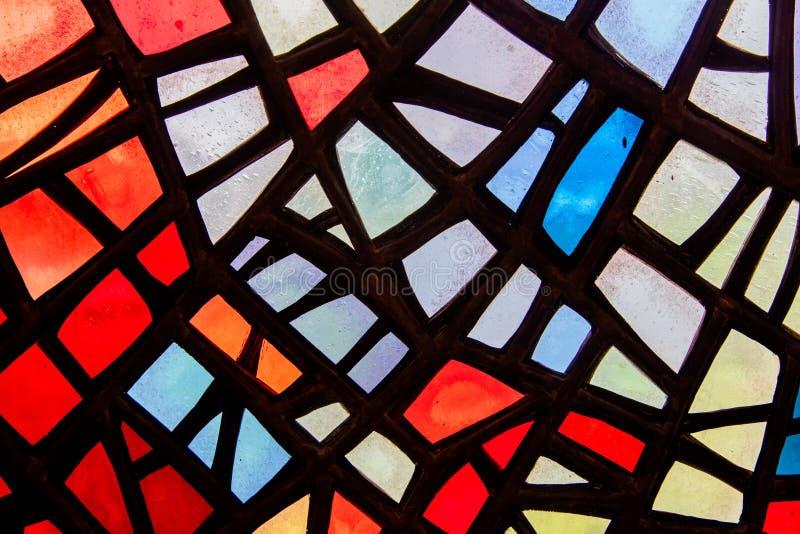Immagine di una finestra di vetro macchiato multicolore fotografie stock libere da diritti