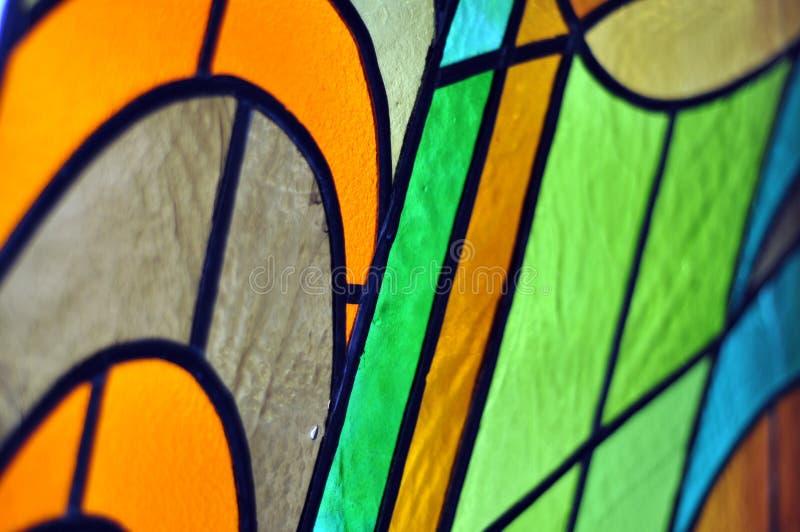 Immagine di una finestra di vetro macchiato multicolore con il blocco irregolare immagine stock libera da diritti