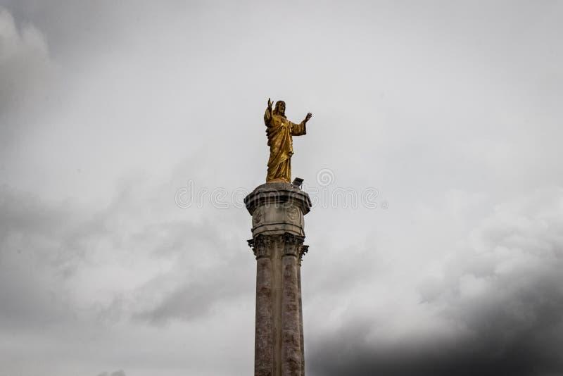 Immagine dorata di Jesus Christ in Fatima fotografia stock libera da diritti