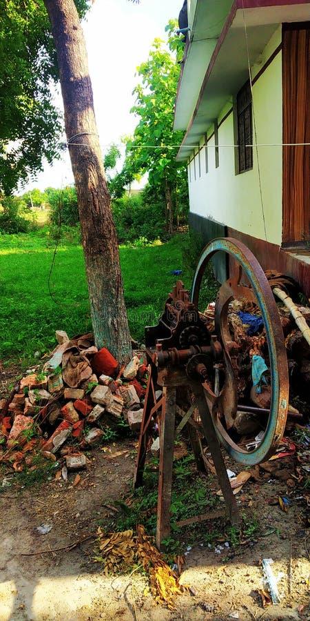 Immagine indiana della macchina della falciatrice del villaggio fotografie stock libere da diritti