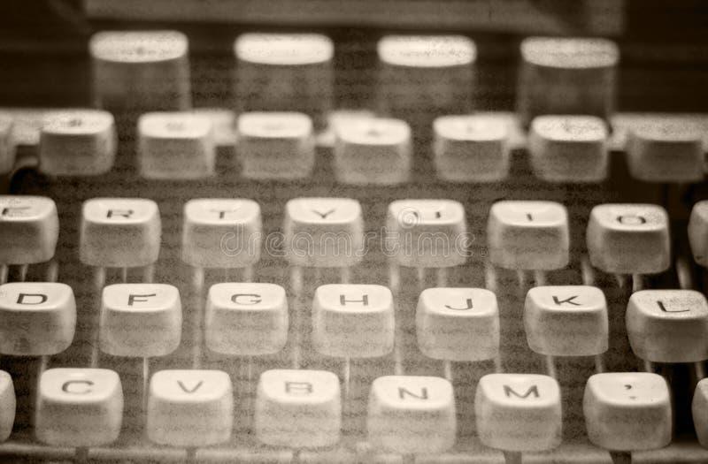 Immagine monocromatica della vecchia macchina da scrivere fotografia stock