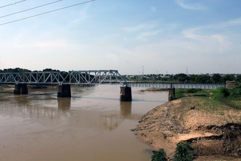 Immagine paesaggistica di un ponte ferroviario a Kaduna, Nigeria immagini stock