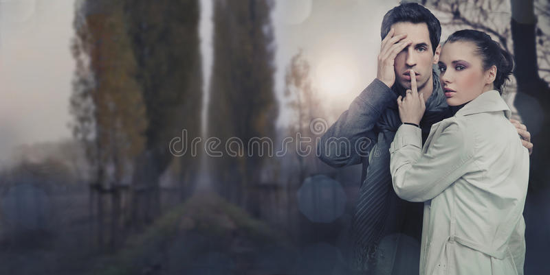 Immagine panoramica di bella giovane coppia fotografie stock libere da diritti