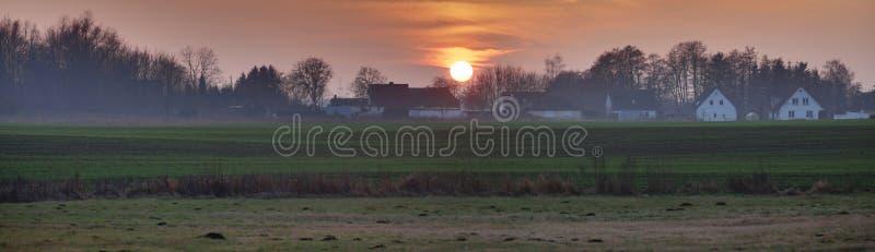 Immagine panoramica di HDR del tramonto vicino a Greifswald, Germania immagine stock
