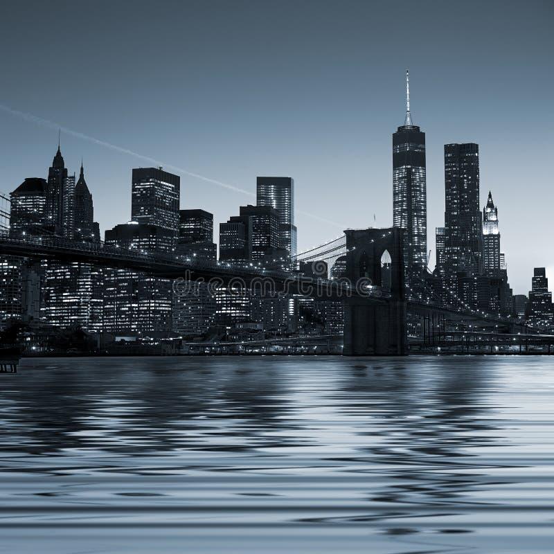 Immagine panoramica Manhattan del centro alla notte fotografia stock libera da diritti