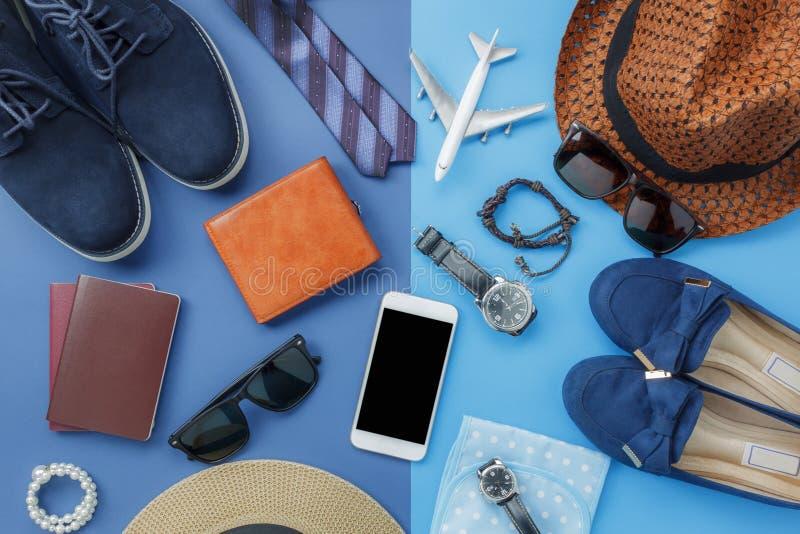 Immagine piana di disposizione dell'uomo o delle donne accessorio dell'abbigliamento per progettare viaggio nella festa fotografia stock libera da diritti