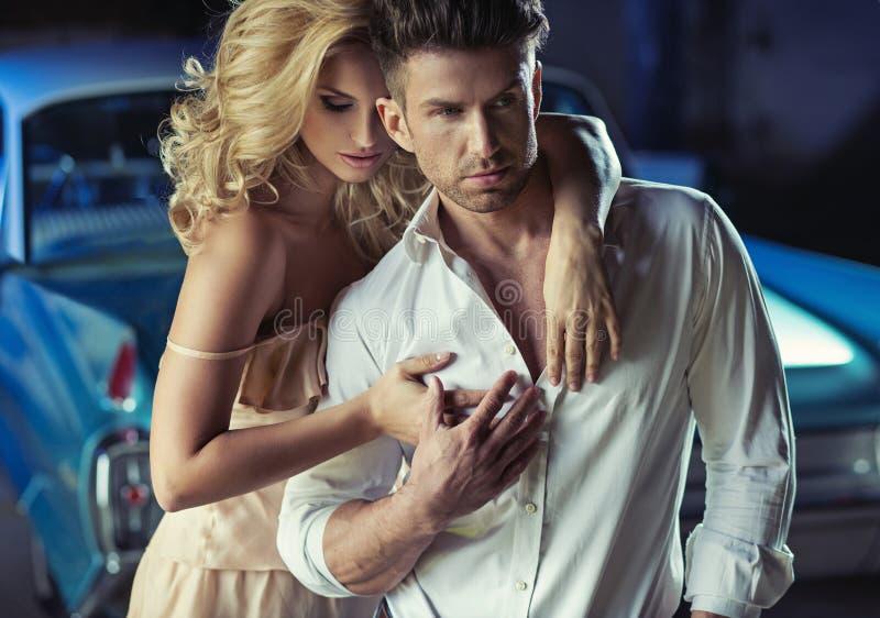 Immagine romantica di giovani coppie amorose immagini stock