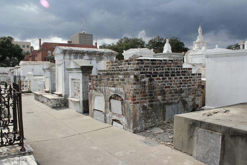 Immagine spettrale in un vecchio cimitero? fotografia stock