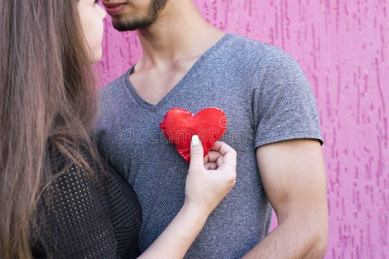 Immagine sveglia di bella gente amorosa fotografia stock