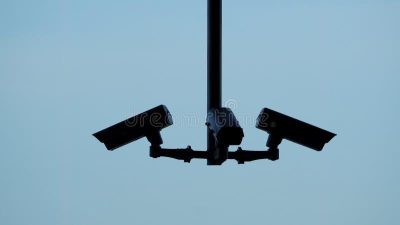 Immagini di Silhoutte di video surveilance del cctv o della videocamera di sicurezza fotografia stock