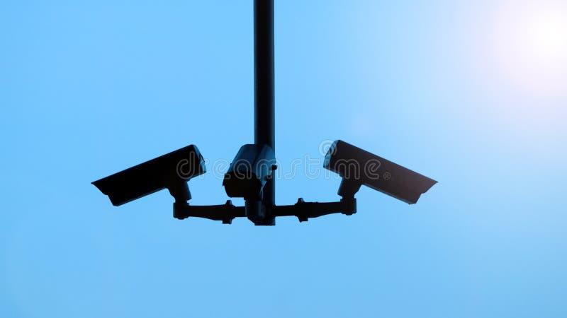 Immagini di Silhoutte di video surveilance del cctv o della videocamera di sicurezza fotografie stock libere da diritti