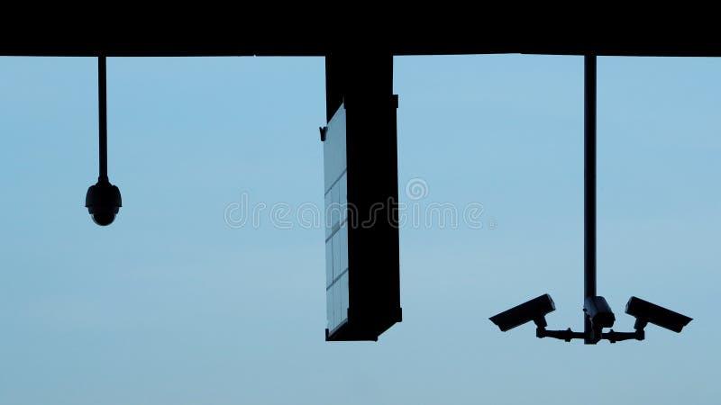 Immagini di Silhoutte di video surveilance del cctv o della videocamera di sicurezza fotografie stock