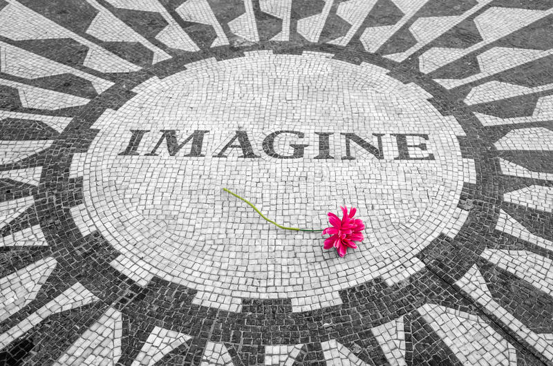 Immagini firmare dentro il Central Park di New York, John Lennon Memorial immagine stock libera da diritti