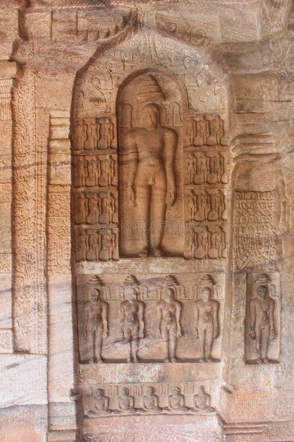 Immagini Jain sulla parete delle tempie della caverna di Badami, India fotografia stock libera da diritti