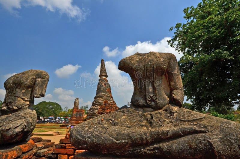 Immagini senza testa di Buddha nel parco storico del tempio in Tailandia fotografie stock libere da diritti
