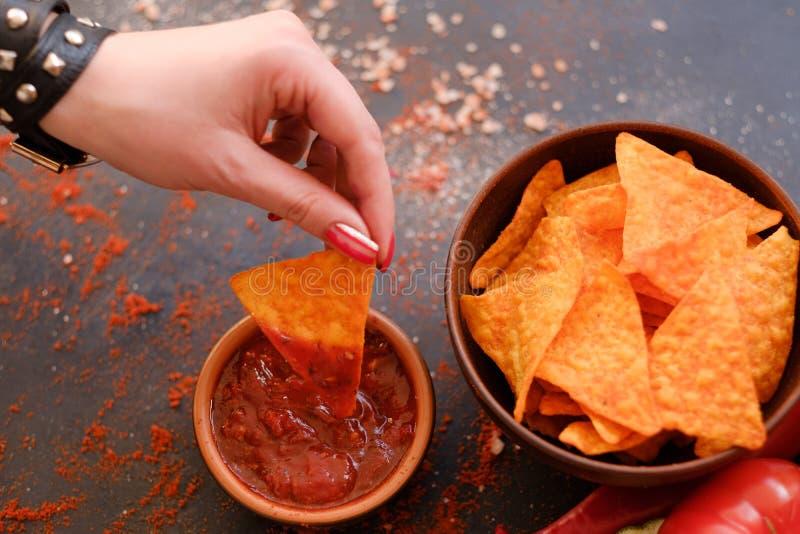 Immersion de sauce à casse-croûte de nourriture de munchies de partie de frites de Nacho image stock