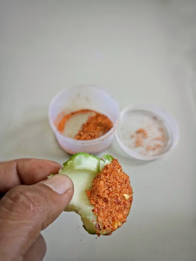 Immersione del mango con pepe e sale immagine stock libera da diritti