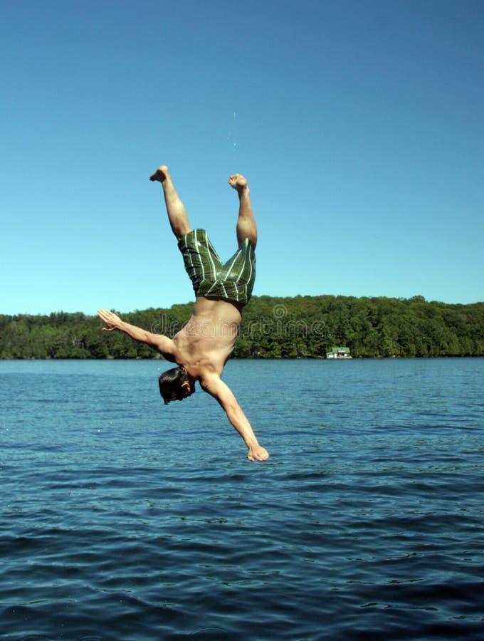 Immersione subacquea dell'uomo fotografia stock