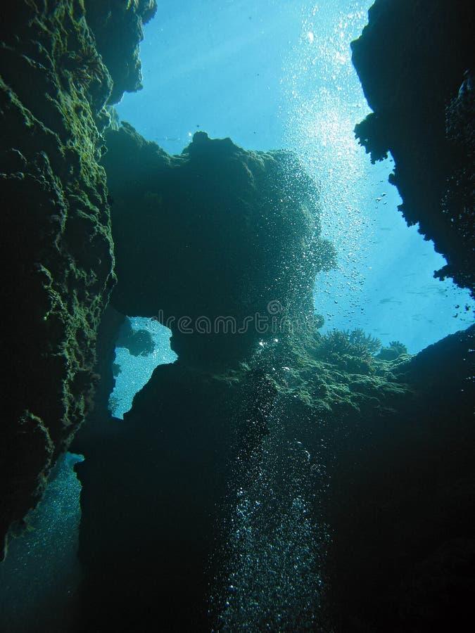 Immersione subacquea estrema nell'abisso fotografia stock