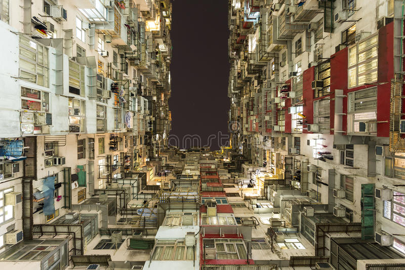 Immeuble coloré dans la baie de carrière, Hong Kong images stock