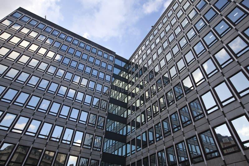 Download Immeuble de bureaux image stock. Image du corporate, futuriste - 23221845