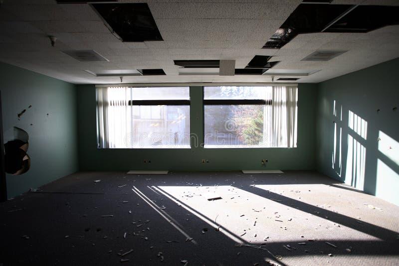 Immeuble de bureaux abandonné photos libres de droits