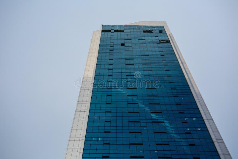 Immeuble de bureaux ayant beaucoup d'étages à Singapour photos libres de droits