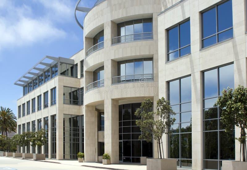 Immeuble de bureaux de corporation moderne images libres de droits