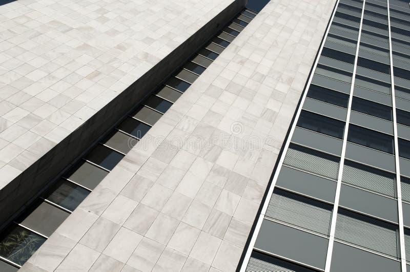 Immeuble de bureaux moderne avec le revêtement de glas photos libres de droits