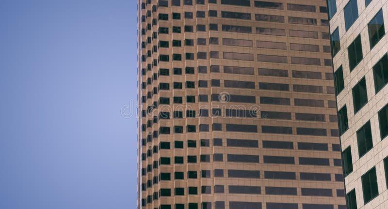 Immeuble de bureaux moderne d'entreprise générique changé stylisé image libre de droits