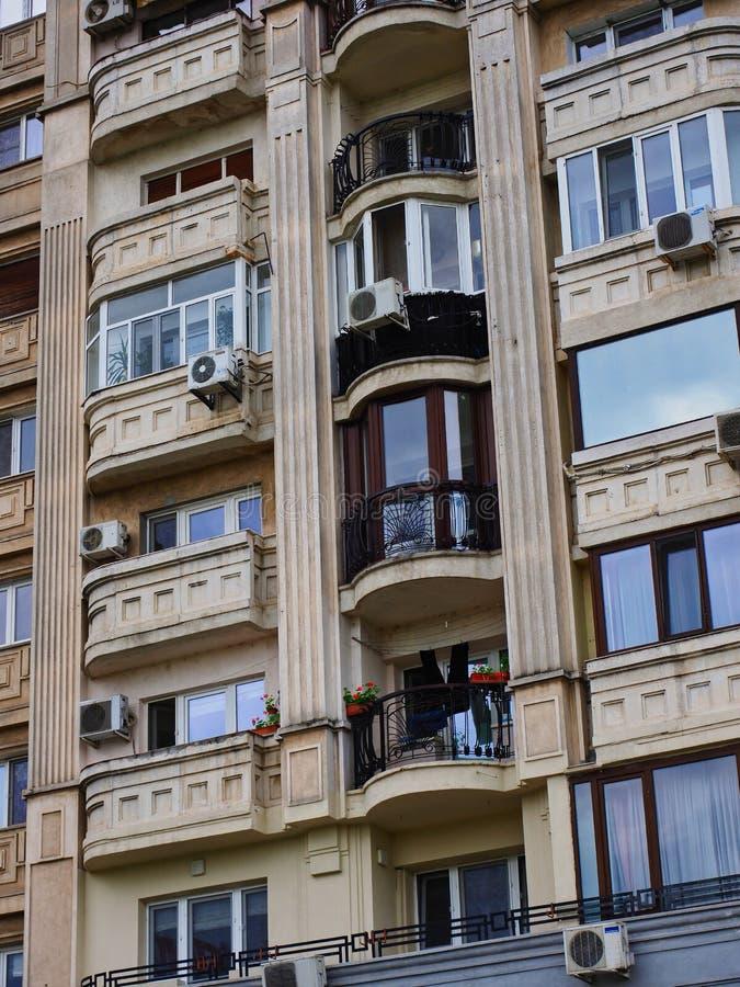 Immeuble de niveau multi dans la ville de Bucarest, Roumanie photos libres de droits