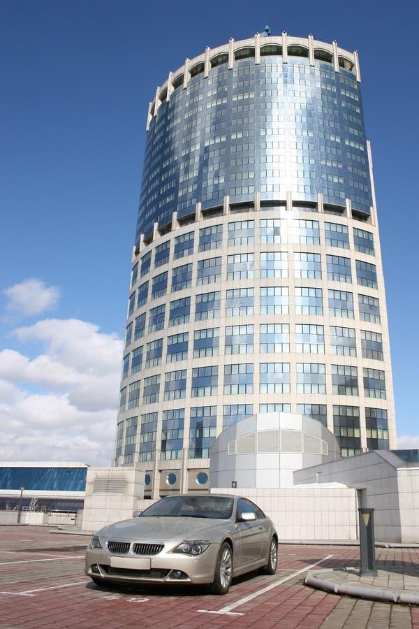Immeuble de véhicule et de bureaux photos libres de droits