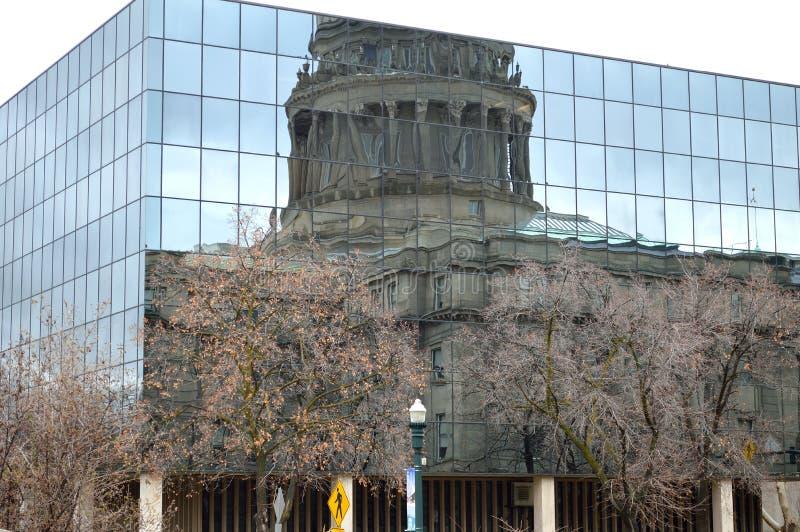Immeuble du Capitole de l'État d'Idaho Réflexion sur la façade nord en hiver photographie stock libre de droits