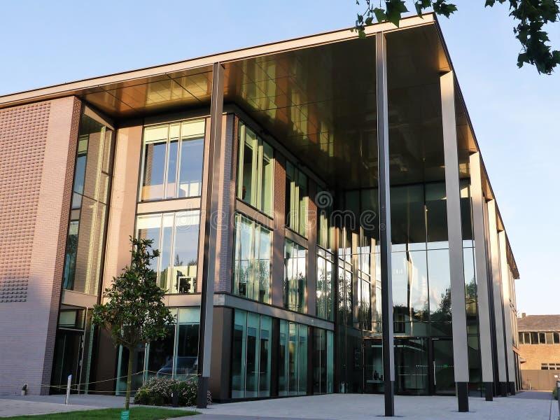 Immeubles d'exploitation modernes au parc d'affaires à Watford photographie stock libre de droits
