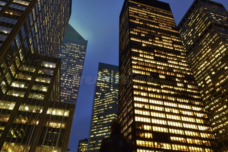 Immeubles de bureaux à New York images libres de droits