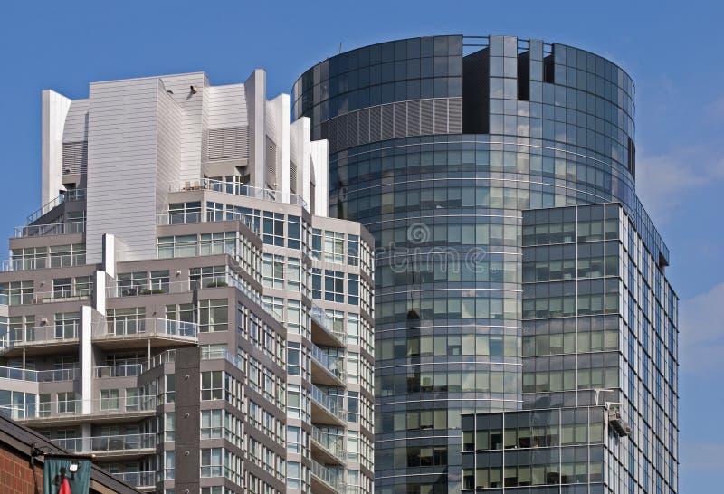 Immeubles de bureaux élevés modernes photographie stock libre de droits