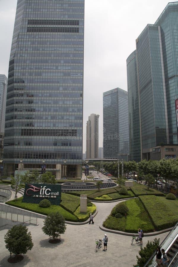 Immeubles de bureaux modernes de Shanghai Pudong images stock