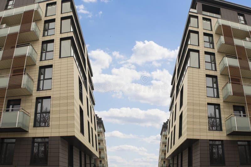 Immeubles de bureaux de paysage urbain avec l'architecture d'entreprise moderne - concept d'affaires et de succès image libre de droits