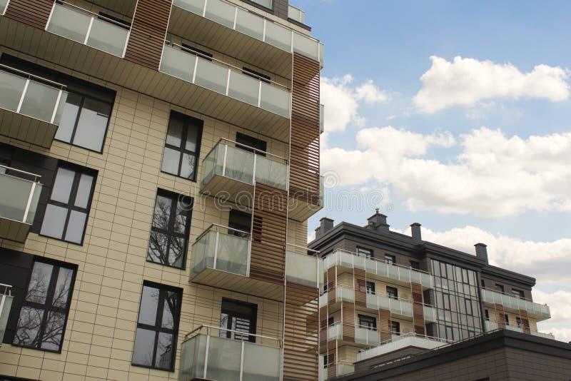 Immeubles de bureaux de paysage urbain avec l'architecture d'entreprise moderne - concept d'affaires et de succès photo libre de droits