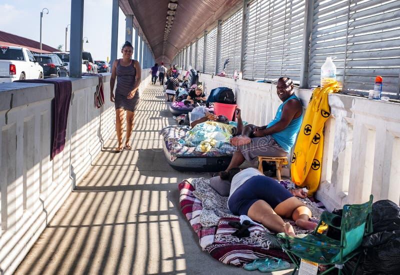 Immigranten an Grenze US Mexiko stockfoto