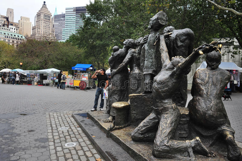 Download The Immigrants Sculpture At Battery Park Editorial Image - Image: 33024010