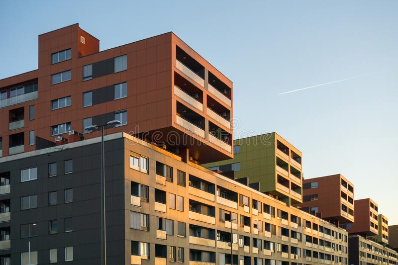 Immobilienkonzept bei Sonnenuntergang lizenzfreie stockfotos